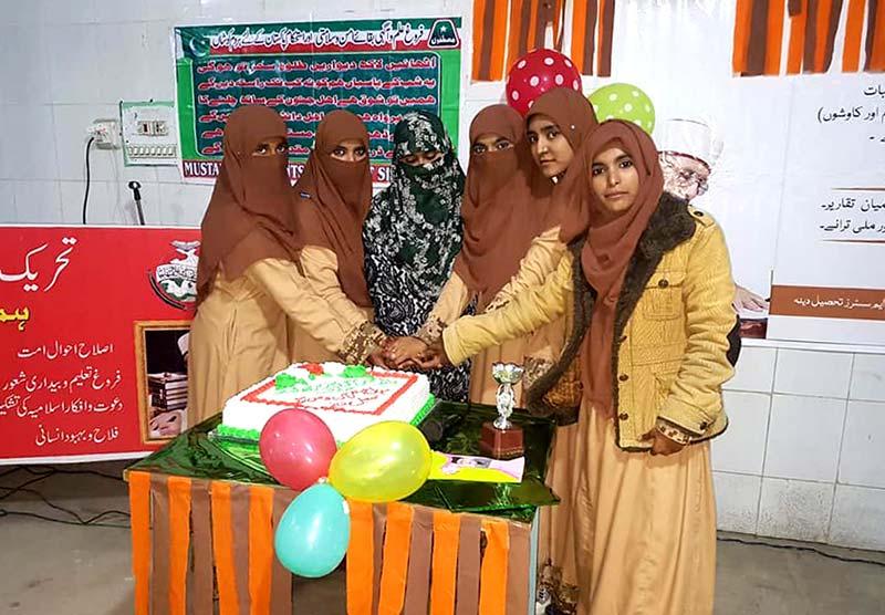 دینہ: منہاج القرآن ویمن لیگ کے زیراہتمام قائد ڈے کی تقریب