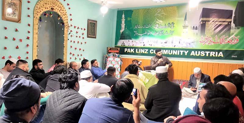 Austria: Dr Hassan Mohi-ud-Din Qadri attends a community event