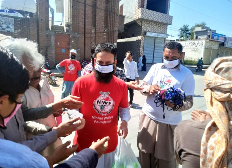 منہاج ویلفیئر فاؤنڈیشن نارووال کی کرونا وائرس سے بچاؤ کیلئے حفاظتی سامان کی تقسیم