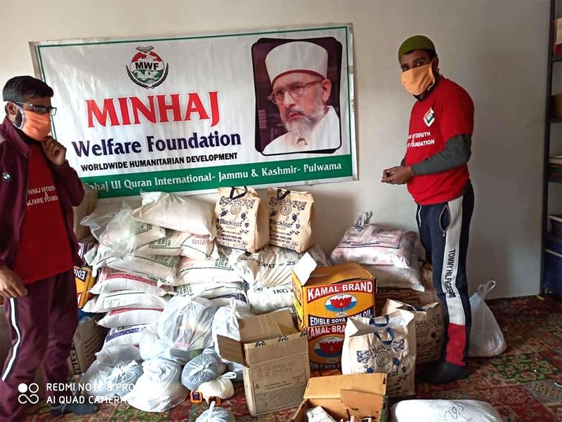 پلوامہ (جموں اینڈ کشمیر): منہاج ویلفیئر فاؤنڈیشن کی جانب سے راشن پیکجز کی تقسیم