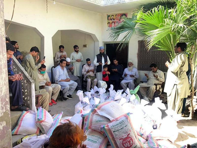 اجنیانوالہ (شیخوپورہ): منہاج ویلفیئر فاؤنڈیشن کی جانب سے راشن پیکجز کی تقسیم