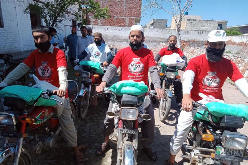 نارووال: منہاج ویلفیئر فاؤنڈیشن کی جانب سے راشن پیکجز کی تقسیم