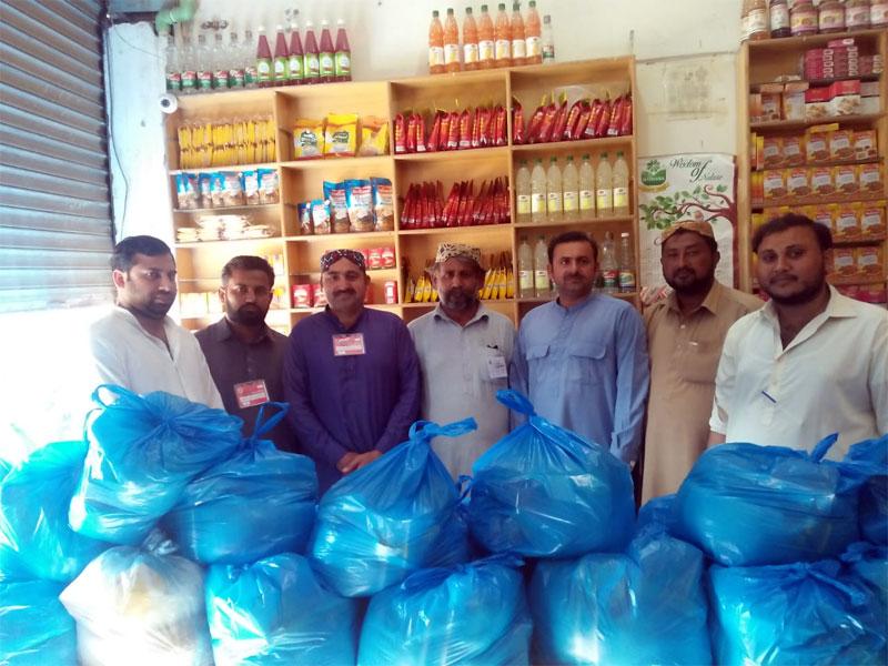جن پور (لیاقت پور، رحیم یارخان): منہاج ویلفیئر فاؤنڈیشن کی جانب سے راشن پیکجز کی تقسیم