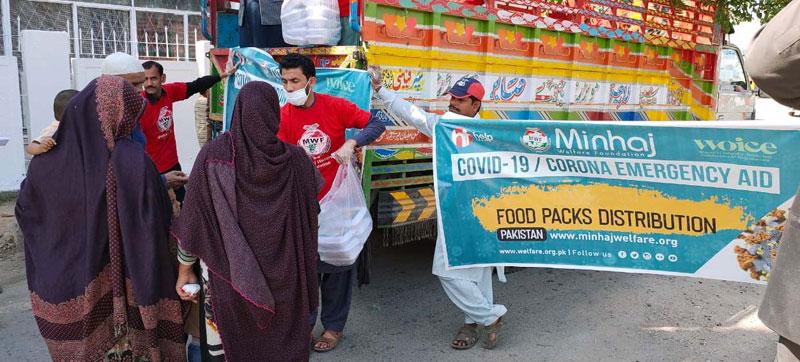 منہاج ویلفیئر کی طرف سے مزدوروں، مستحقین میں کھانا تقسیم
