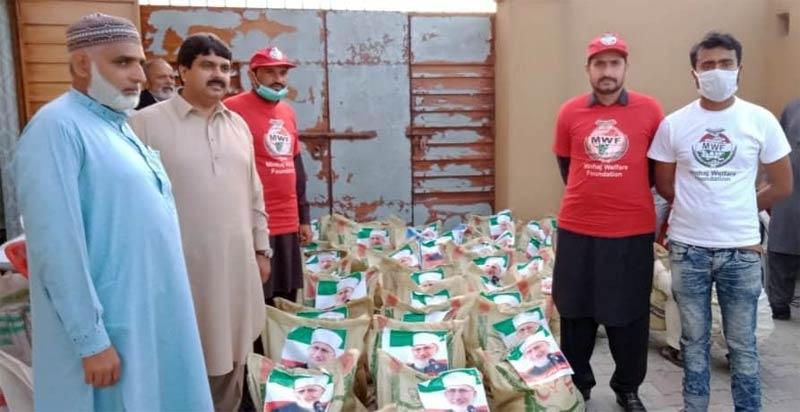 مریدکے (شیخوپورہ): منہاج ویلفیئر فاؤنڈیشن کی جانب سے راشن پیکجز کی تقسیم