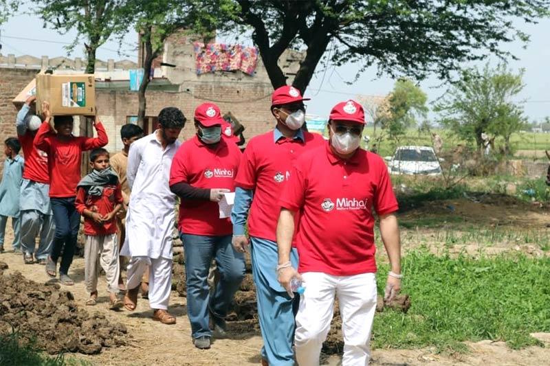 نارووال (گاؤں بھوریکے): منہاج ویلفیئر فاؤنڈیشن کی جانب سے راشن پیکجز کی تقسیم