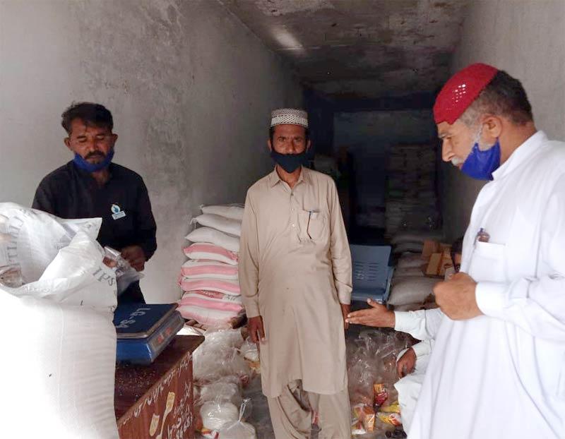 چوک اعظم (لیہ): منہاج ویلفیئر فاؤنڈیشن کی جانب سے راشن پیکجز کی تقسیم