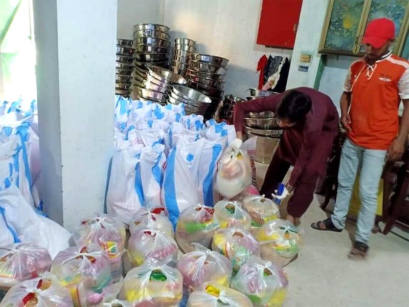 سیالکوٹ (پی پی 35): منہاج ویلفیئر فاؤنڈیشن کی جانب سے راشن پیکجز کی تقسیم