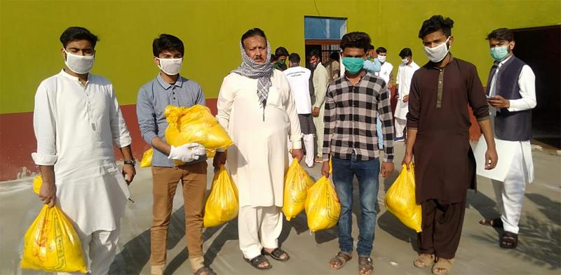گوجرہ: منہاج ویلفیئر فاؤنڈیشن کی جانب سے راشن پیکجز کی تقسیم