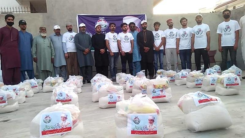 وہاڑی: منہاج ویلفیئر فاؤنڈیشن کی جانب سے راشن پیکجز کی تقسیم