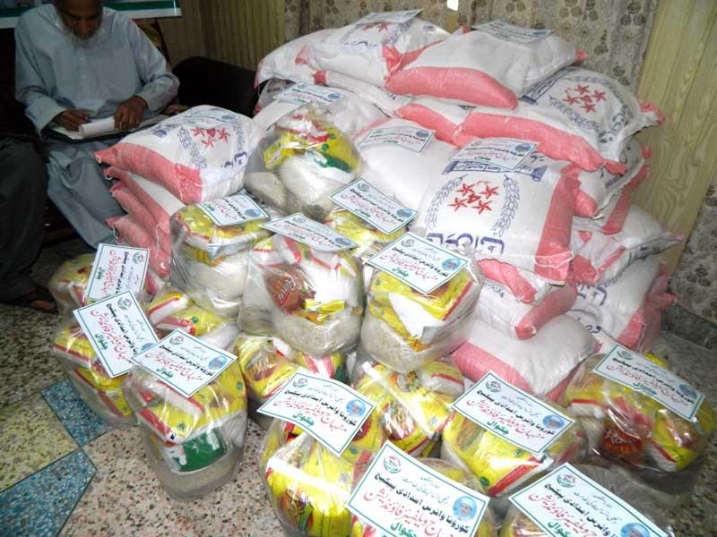 چکوال: منہاج ویلفیئر فاؤنڈیشن کی جانب سے راشن پیکجز کی تقسیم