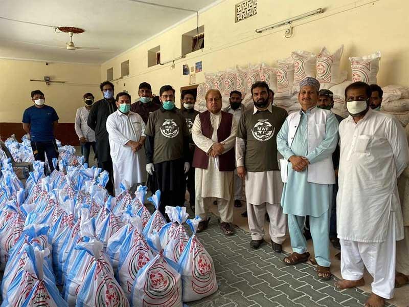 سیالکوٹ:  محمد سلیم بٹ، حج پروگرام ملتوی کرکے مستحقین میں 10 لاکھ روپے مالیت کا راشن تقسیم