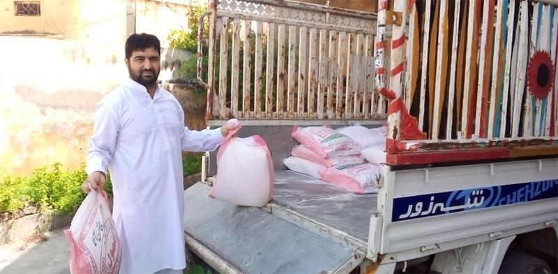 منگلا (میرپور، آزاد کشمیر): منہاج ویلفیئر فاؤنڈیشن کی جانب سے راشن پیکجز کی تقسیم