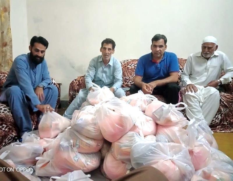 پنڈوری کلاں (علی پور چٹھہ، گوجرانوالہ): منہاج ویلفیئر فاؤنڈیشن کی جانب سے راشن پیکجز کی تقسیم