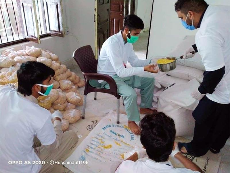 میرپور آزاد کشمیر: منہاج ویلفیئر فاؤنڈیشن کی جانب سے راشن پیکجز کی تقسیم