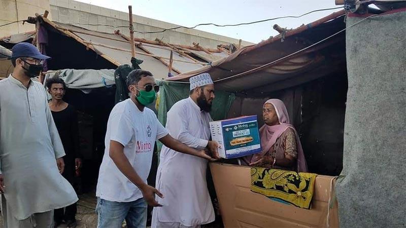 منہاج ویلفیئر فاﺅنڈیشن کراچی کا رمضان فوڈ سپورٹ پروجیکٹ کے تحت راشن پیکجز کی تقسیم
