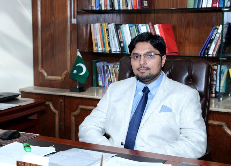 ڈاکٹر حسین محی الدین کی فیسوں میں کمی کے فیصلے پر مبارکباد