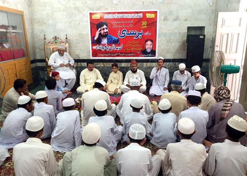 جھنگ: عدنان جاوید مرحوم کی پہلی برسی کے موقع پر دارالعلوم فریدیہ قادریہ میں قرآن خوانی کی تقریب