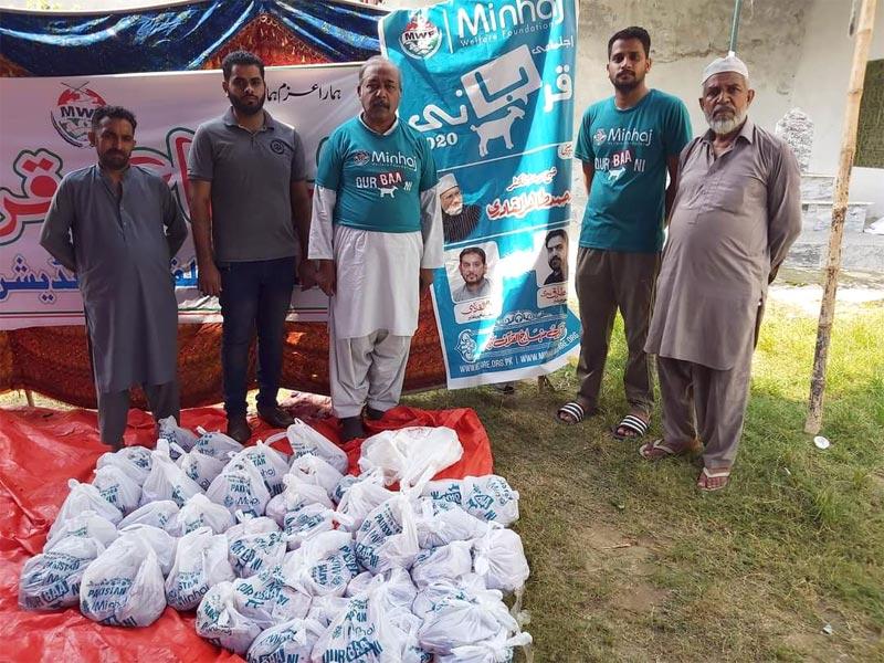 گجرات: منہاج ویلفیئر فاؤنڈیشن کے زیراہتمام اجتماعی قربانی، مستحقین میں گوشت کی تقسیم