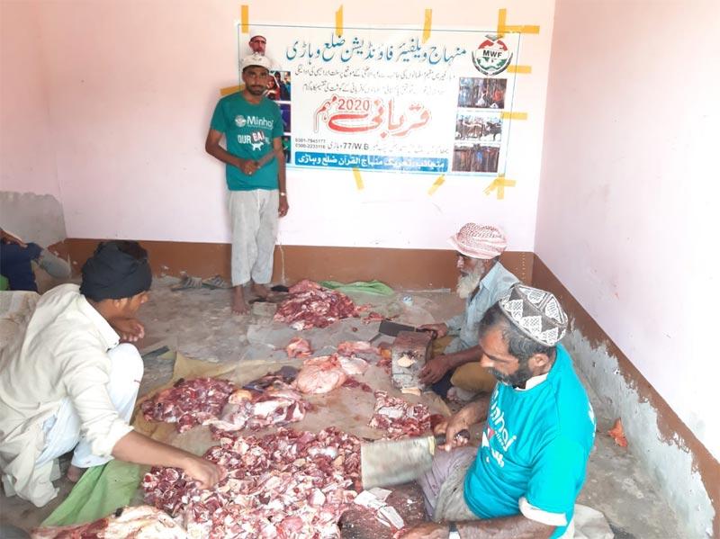بہاولپور: منہاج ویلفیئر فاؤنڈیشن کے زیراہتمام اجتماعی قربانی، مستحقین میں گوشت کی تقسیم