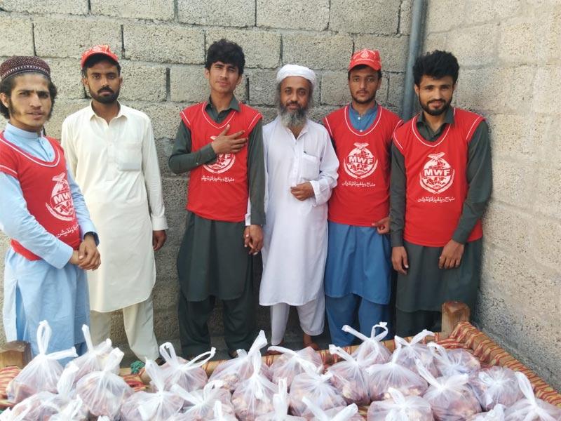 نوشہرہ: منہاج ویلفیئر فاؤنڈیشن کے زیراہتمام اجتماعی قربانی، مستحقین میں گوشت کی تقسیم