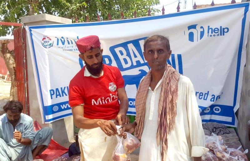 رحیم یار خان (ہیڈ کوارٹر): منہاج ویلفیئر فاؤنڈیشن کے زیراہتمام اجتماعی قربانی، مستحقین میں گوشت کی تقسیم