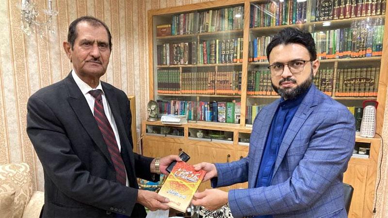 Writer Nasir Adeeb calls on Dr Hassan Mohi-ud-Din Qadri