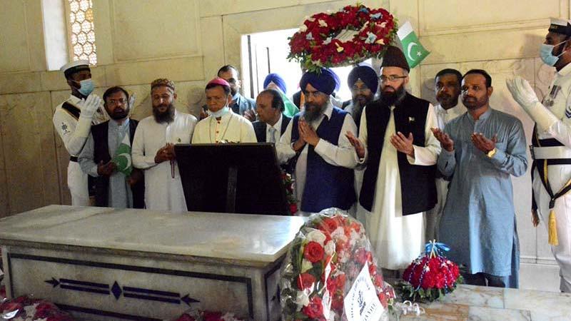 تحریک منہاج القرآن کے ڈائریکٹر انٹرفیتھ سہیل احمد رضا کی وفد کیساتھ مزار اقبال پر حاضری