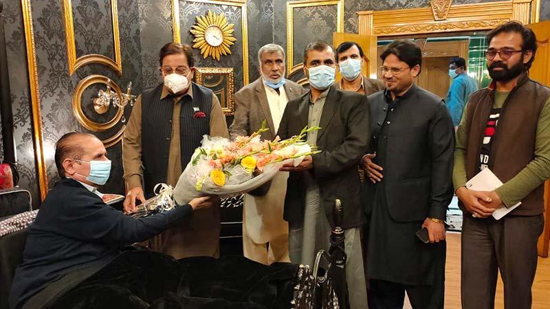 پاکستان عوامی تحریک کے وفد کی صدر آل پاکستان سمال ٹریڈرز بابر بٹ کی عیادت