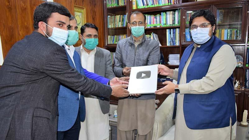 ڈاکٹر حسین محی الدین قادری کے آفیشل یوٹیوب چینل کے 1 لاکھ سبسکرائبرز مکمل، ''سِلوَر بٹن'' موصول