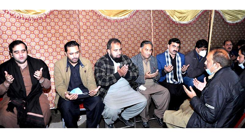 پاکستان عوامی تحریک کے وفد کی مقتول اسامہ ستی کے گھر آمد، ڈاکٹر طاہرالقادری کا تعزیتی پیغام پہنچایا