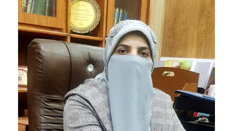 Shaykh-ul-Islam Dr Muhammad Tahir-ul-Qadri congratulates Farah Naz on completing PhD