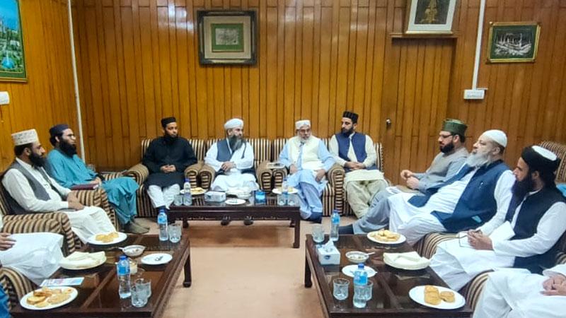 جامعہ الرشید کراچی و مجمع العلوم الاسلامیہ کے وفد کا نظام المدارس پاکستان کے ہیڈکوارٹر کا دورہ